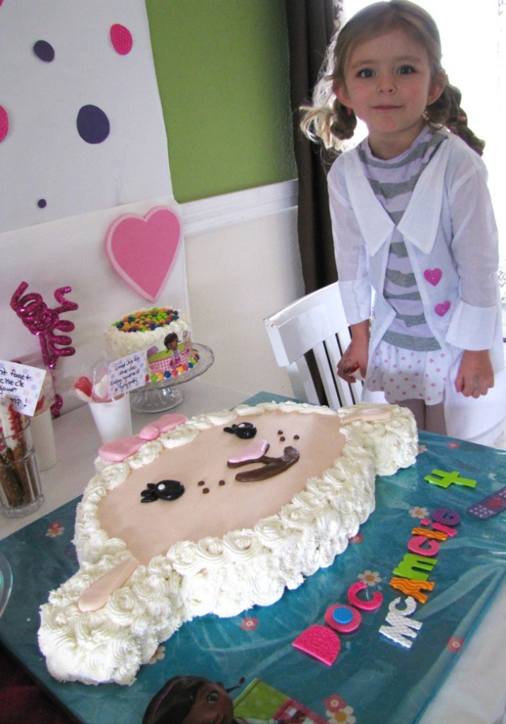 amelie and her lambie cake